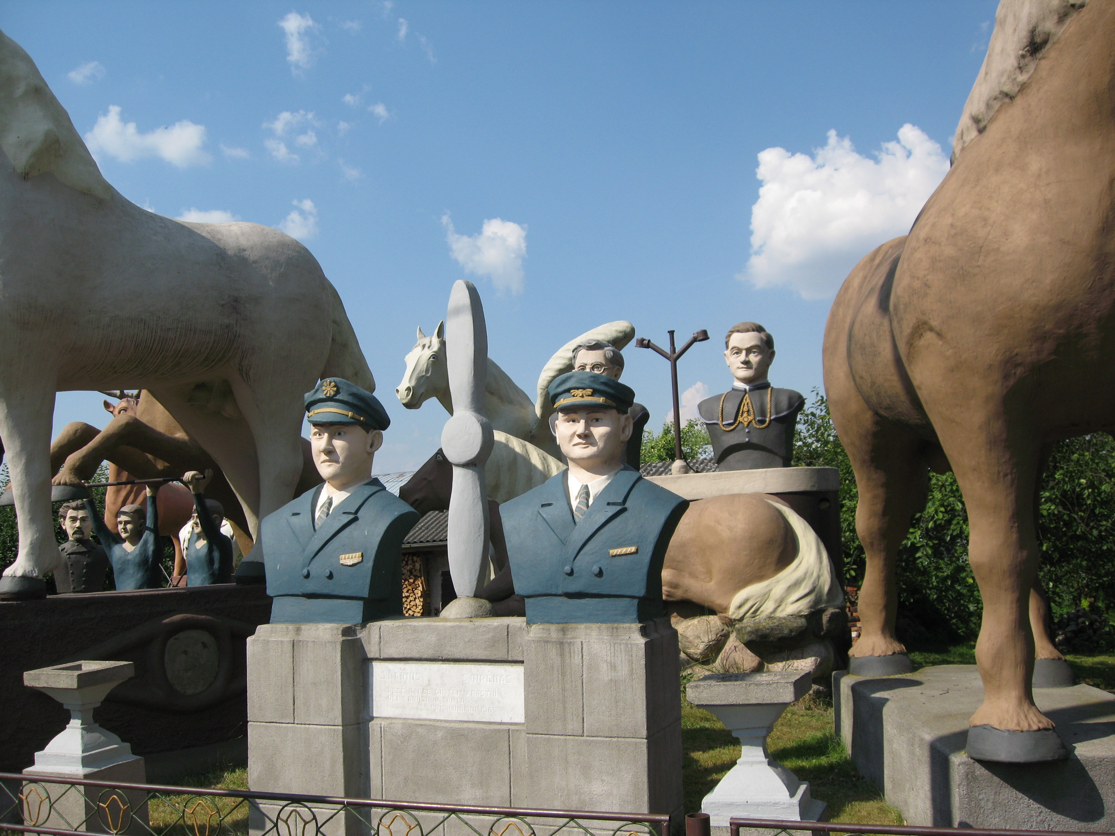 Prano Sederevičiaus skulptūrų ansamblis